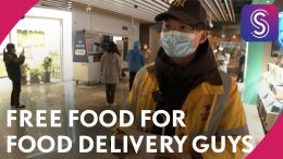Shanghai-coronavirus-vlog-Free-gifts-for-food-delivery-guys